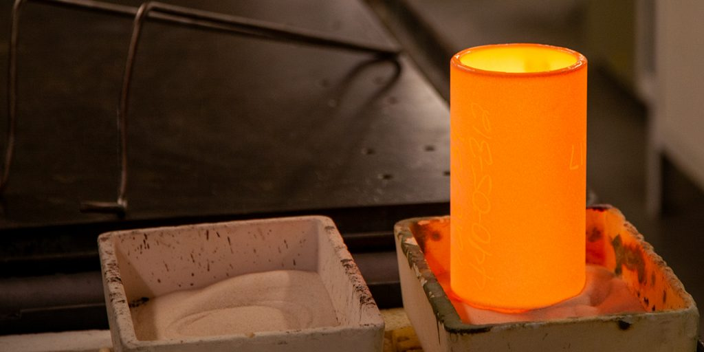 Glowing crucible used for glass melting